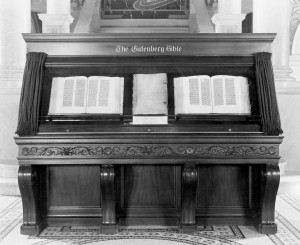 Gutenberg_Bible,_Library_of_Congress,_1944